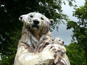 Ours Blanc (détail) - sculpture de Jurgen Lingl-Rebetez - crédit photo Yseult Carré
