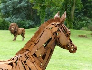 Le Poulain (détail) et Le Lion - sculptures de Christian Hirlay - crédit photo Yseult Carré