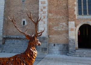 Cerf - Sculpture de Christian Hirlay - devant l'église de Chaumont-sur-Tharonne - Biennale de Sologne 2015 - photo copyright Yseult Carré